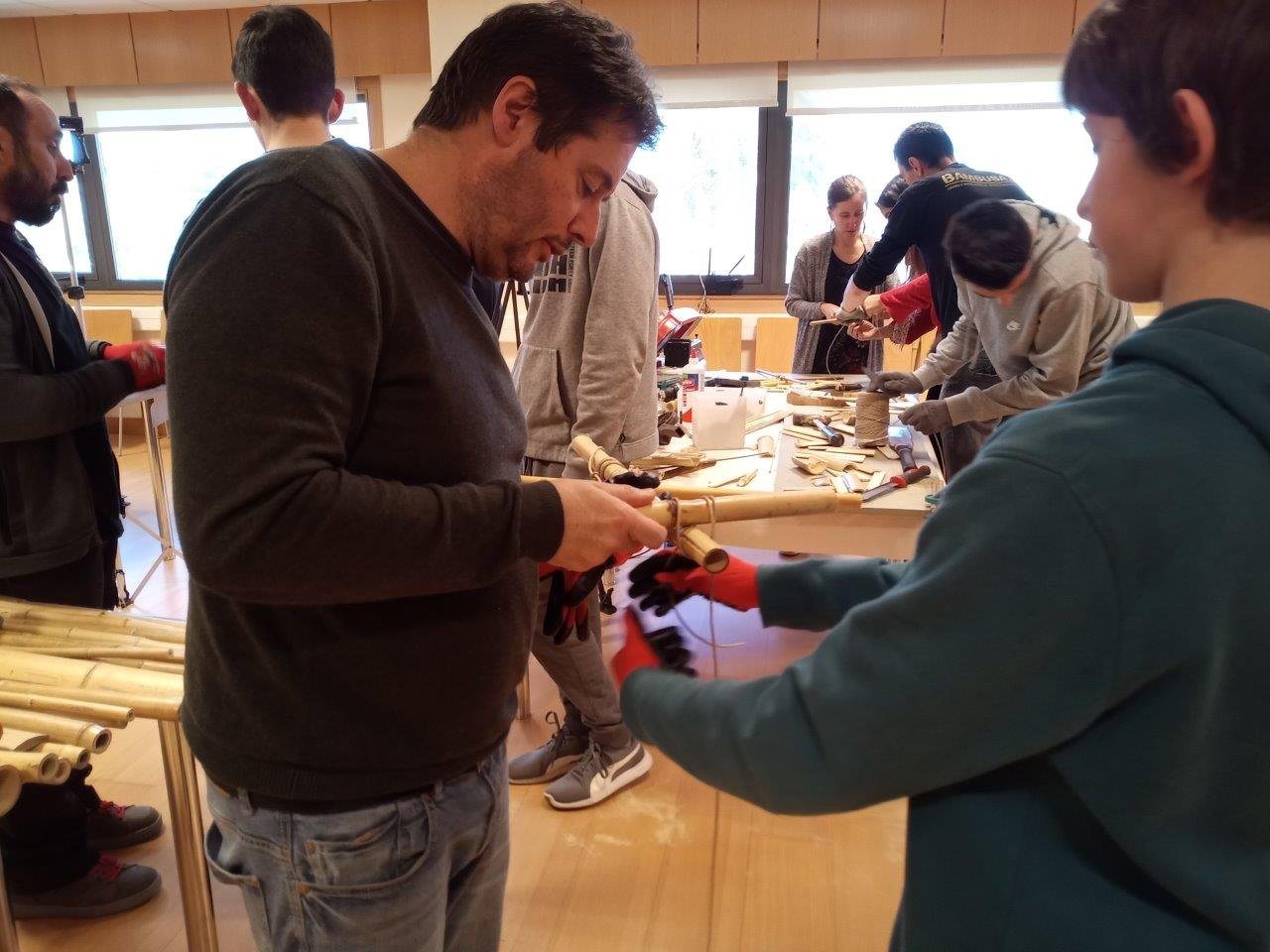 MOL2 Spain - Students at the bamboo carving workshop (Pontevedra)