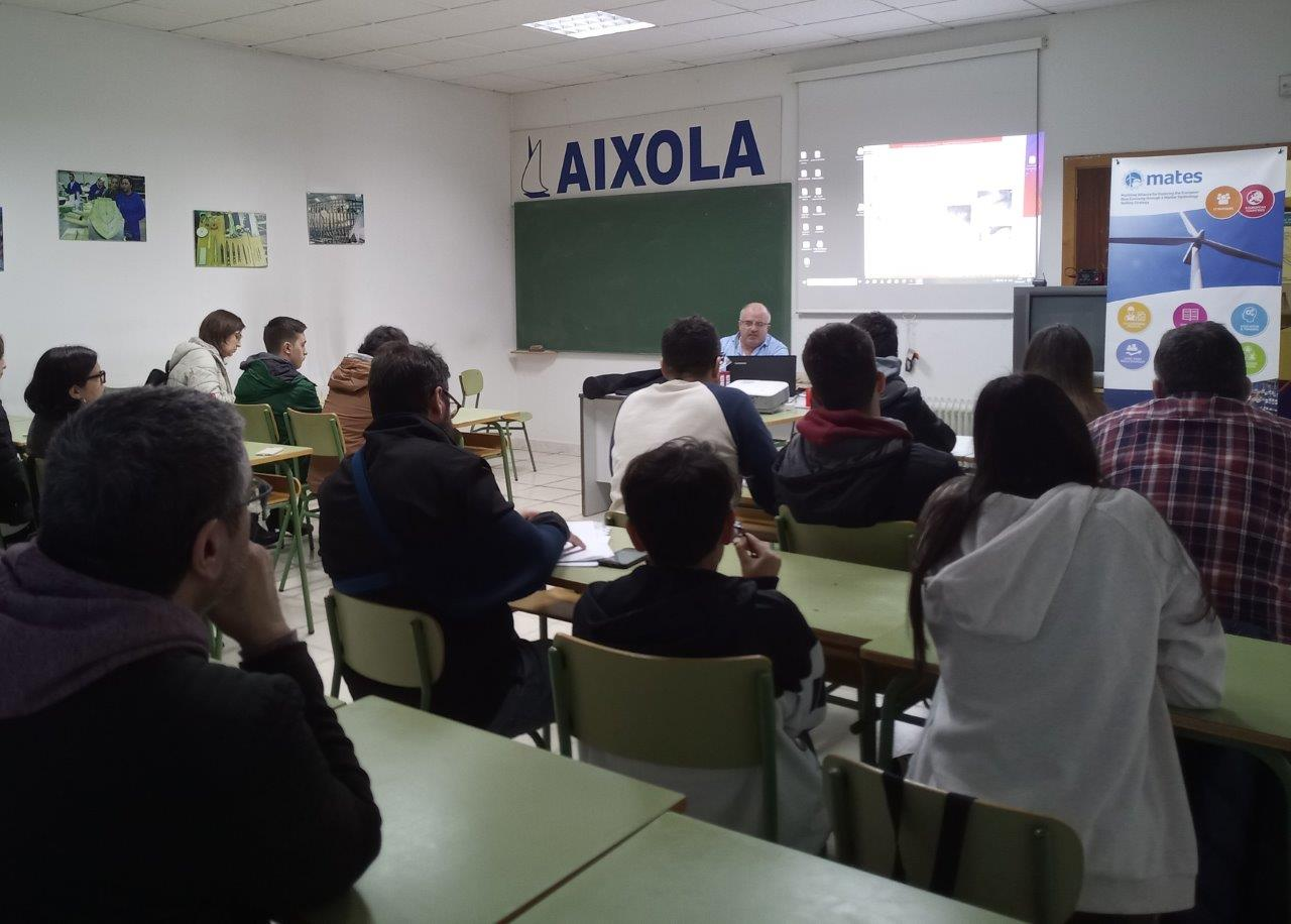 MOL2 Spain - Students at the polyester modelling workshop (Pontevedra)