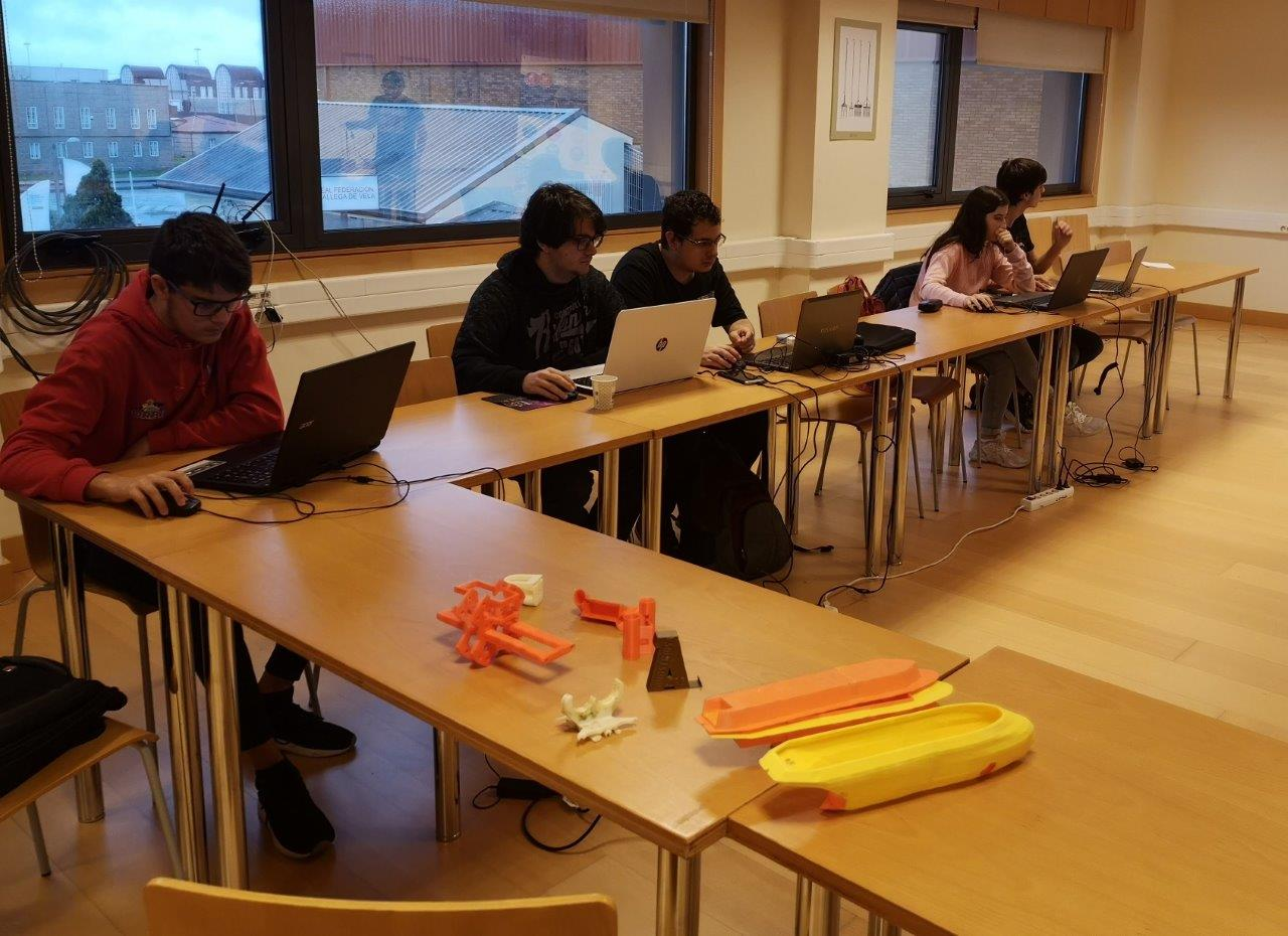 MOL2 Spain - Students at the 3D printing workshop (Pontevedra)