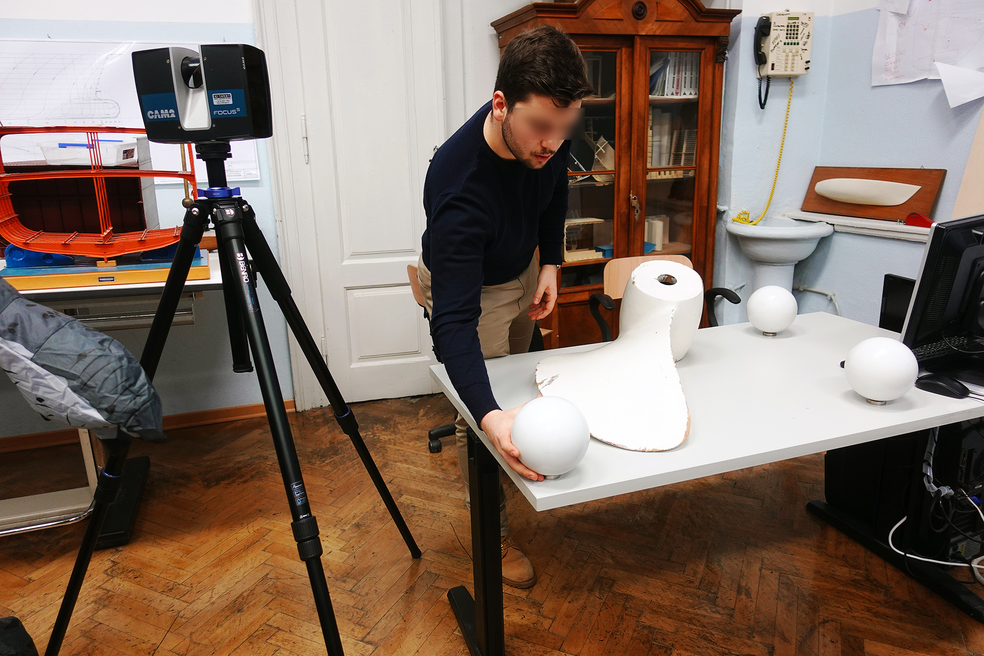 MOL2 Italy - Technician from Studio Bliznakoff preparing the object for scanning (Trieste, 19th February 2020)