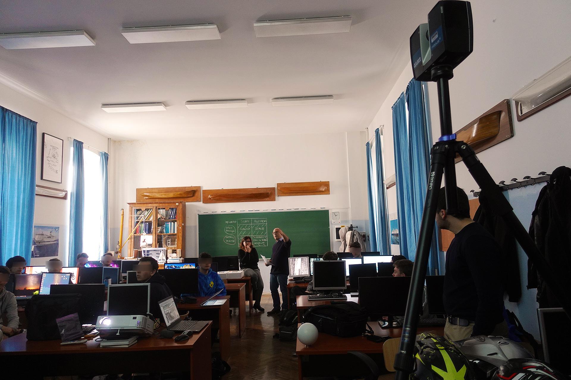 MOL2 Italia - studenti durante il workshop, scansione laser 3D a destra (Trieste, 19 febbraio 2020)